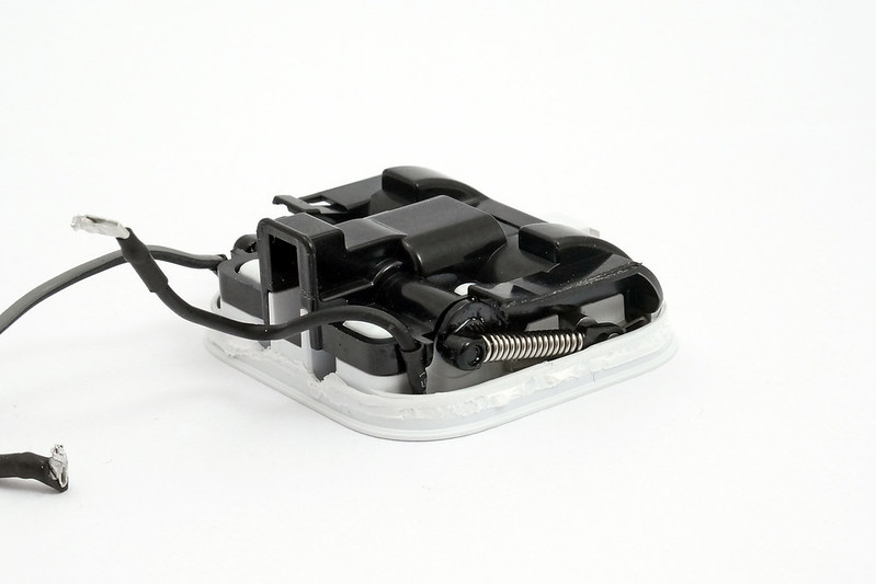 apple-folding-uk-charger-folding-mech-perspective-2