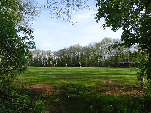 Kreuzweingarten: Rot-Weiß Billig 4:3 Schwarz-Weiß Stotzheim II