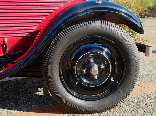 red france classic cars car wheel club sedan french rouge automobile view antique tire part salon autos common peugeot pneu berline tyre 201 picardie roue ruota gomma 2015 oise clermontois collectionneurs 201c multicollections avrechy
