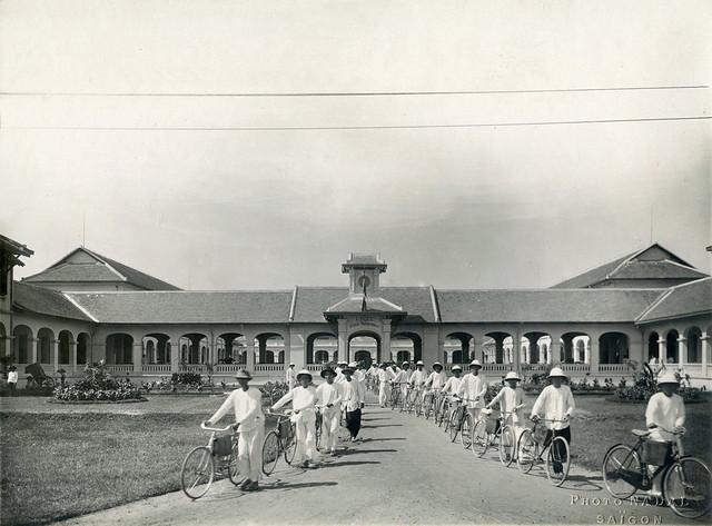 Indochine - Cochinchine 1930s - Lycée Petrus Truong Vinh Ky (Saigon - Cholon) -  (Photo NADAL Saïgon)