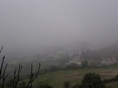 Ανοιξιάτικο απόγευμα με ομίχλη πάνω από την Ψίνθο