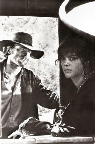 Tina Aumont and Franco Nero in L'uomo, l'orgoglio e la vendetta (1967)