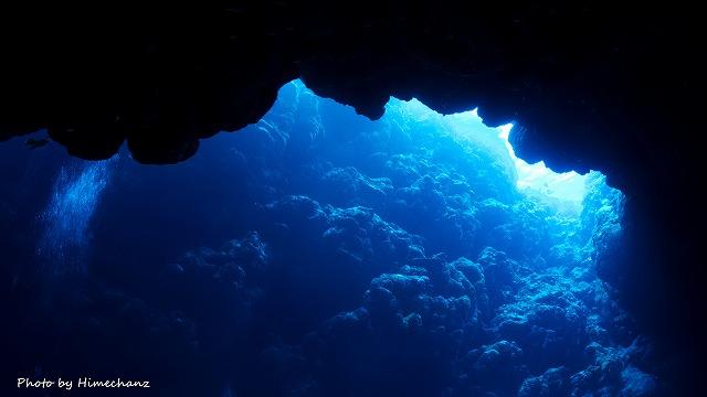 曇ってましたが洞窟から漏れる光がキレイでした♪