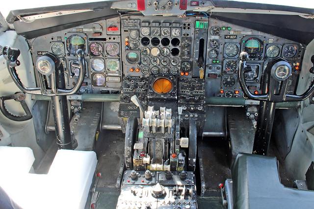 B707-321 VP-BDF cockpit