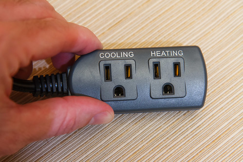 the cooling and heating plugs on the ITC-308 Temperature Controller