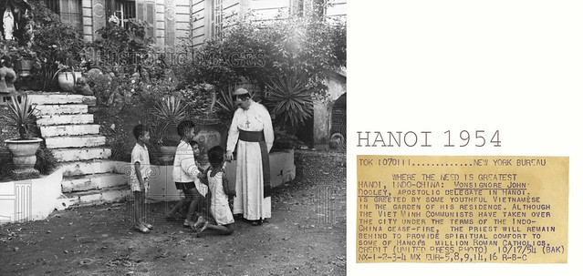 Photo:1954 Press Photo - Hanoi Indo-China - Monsignore John Dooley & some kids By manhhai