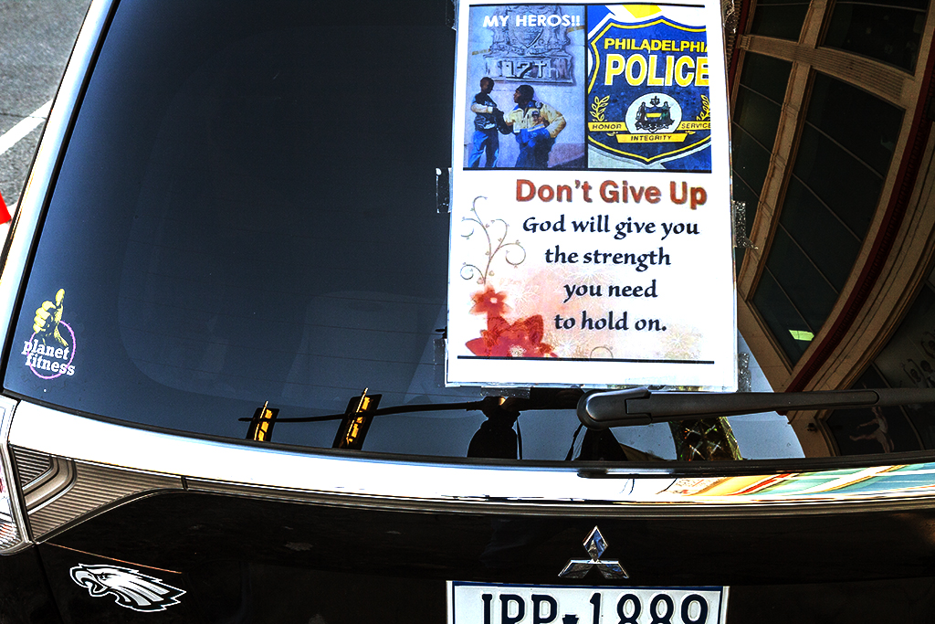 Pro-police-poster-on-back-window-of-car--Washington-Avenue