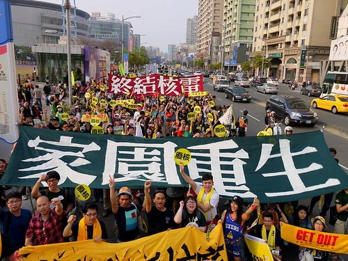 高雄廢核遊行,逾千人上街響應;圖片提供:地球公民基金會。