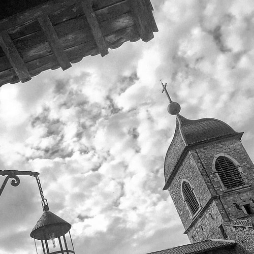 Churches of France / Fransa'nın Kiliseleri - Pérouges   #Fransa #France #francelife #everydayfrance #bw #bwinstagram #bw_photooftheday #mobilephotogpahy #instablackandwhite #lensculturestreets #street #instagram_france #bnwsoul #lifeinfrance #severekcekiy