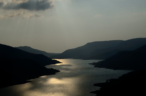 sunset india lake mountains sunrise nikon silhouettes valley maharashtra sunrays lavasa d7000