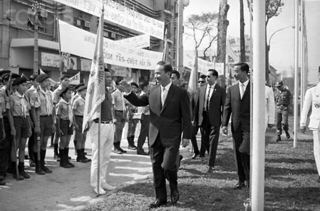 SAIGON  31-10-1967  ---  Lễ nhậm chức Nhiệm kỳ 1 (1967-1971) của TT Nguyễn Văn Thiệu tại phía trước tòa nhà Quốc Hội, Công trường Lam Sơn