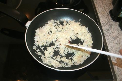 38 - Kokosraspeln anrösten / Roast coconut flakes