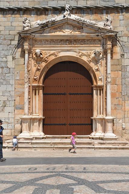 Puerta principal de la Iglesia de la Magdalena