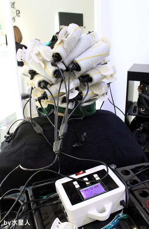 27841433402 f5cca3baf8 b - 熱血採訪。台中北區【YORK Salon】人生中第一次染髮記錄,剪燙染護一次完成!