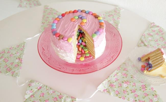 Piñata_cake_aux_smarties_1