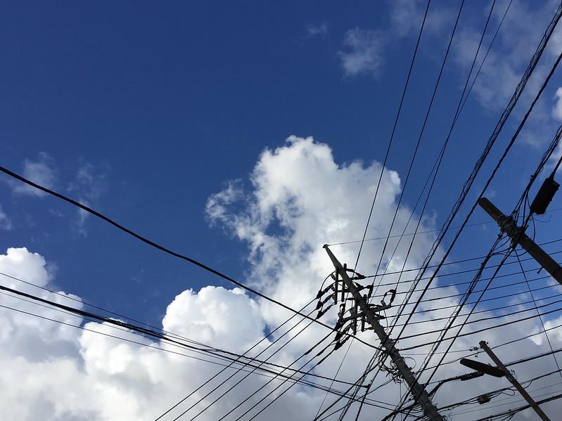 Wire / 電線に雲