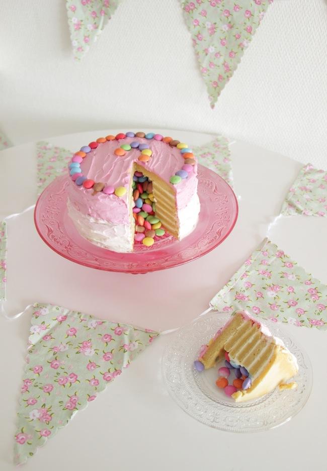 Piñata_cake_aux_smarties_26