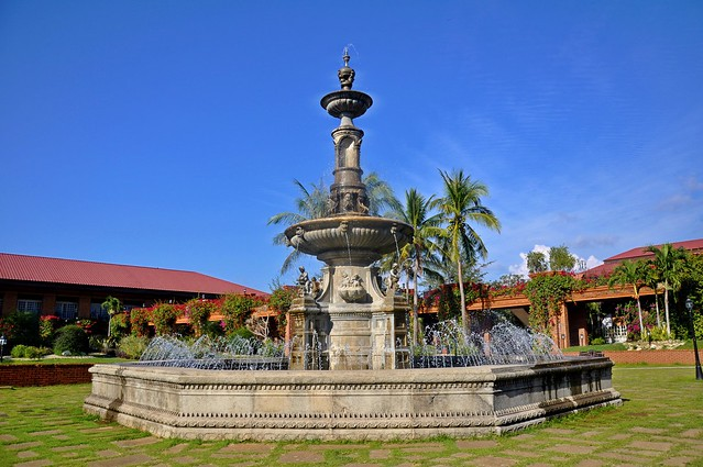The Fort Ilocandia Courtyard and Fountain