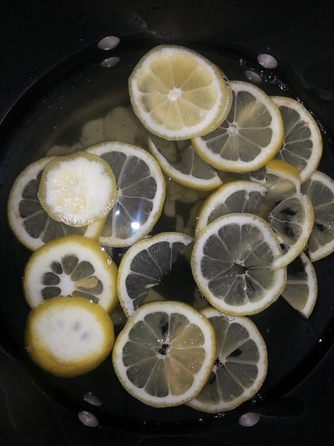 Ginger and Lemon in boiling Water