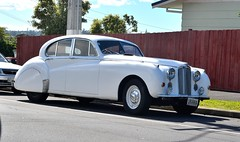 rolls-royce phantom v(0.0), mid-size car(0.0), automobile(1.0), bentley s2(1.0), vehicle(1.0), bentley s1(1.0), jaguar mark ix(1.0), automotive design(1.0), rolls-royce silver cloud(1.0), antique car(1.0), sedan(1.0), classic car(1.0), vintage car(1.0), land vehicle(1.0), luxury vehicle(1.0), motor vehicle(1.0),