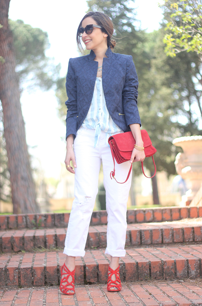white boyfriend jeans zara blue blazer suiteblanco red sandals02