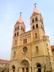 synagogue(0.0), middle ages(0.0), bell tower(0.0), byzantine architecture(0.0), tower(0.0), building(1.0), cathedral(1.0), historic site(1.0), steeple(1.0), place of worship(1.0), facade(1.0), church(1.0), spire(1.0),