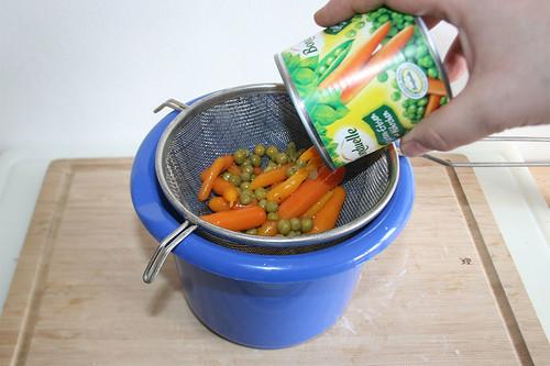 23 - Erbsen & Möhren abtropfen lassen / Drain peas & carrots