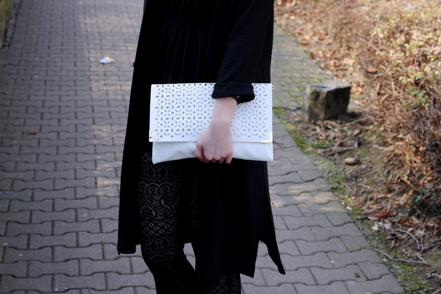 outfit-flares-details-lace-laser-clutch-cut-out