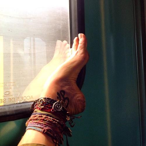 On the TGV heading to Paris. Mr Pitig stayed on his seat and sleeped.   #justlivebarefoot #barefootlife #barefootlifestyle #freedom #innerpeace #om #motherearth #freespirit #yogaeveryday #yogi #yoga #barefoot #tgv #yogaeverydamnday #namaste #ॐ #dirtyyogaf