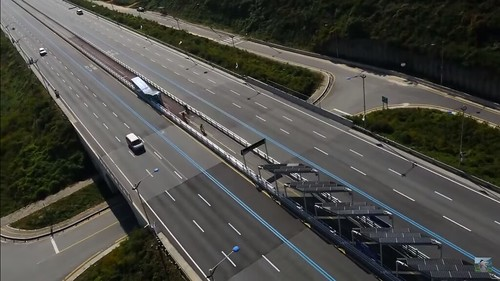 自行車騎上高速公路。