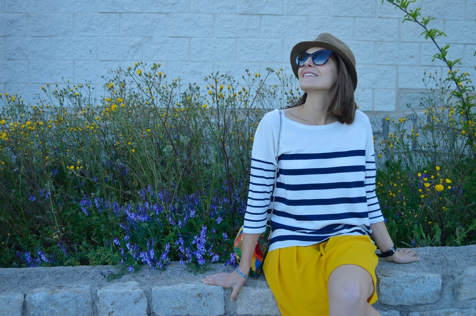lara-vazquez-mad-lula-style-streetstyle-fashion-blog-look-girl-stripes-yellow-shorts