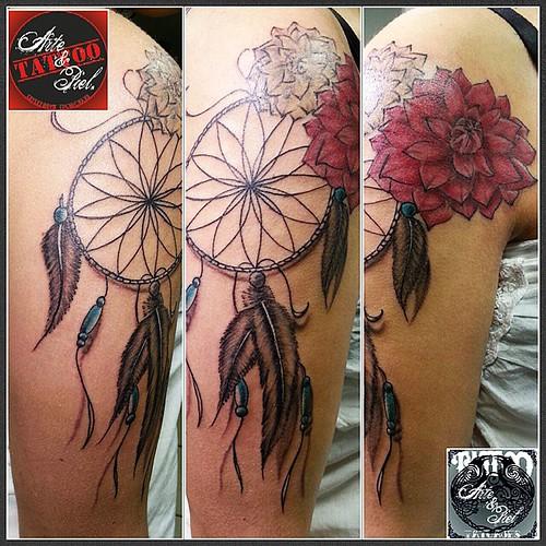 #dreamcatcher #atrapasueños #dalia #flor #brazo #tattooarteypiel #tatuajes #artisticos #leviathoth #isaaccelis #aguascalientes #mexico #tattooink #tattooart #tattooist #tattoo