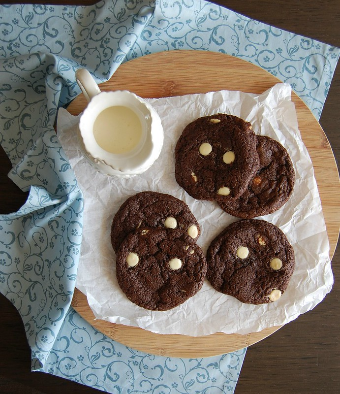 Double chocolate cookies / Cookies de chocolate meio amargo e branco