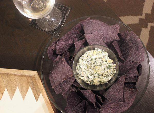 spinach-artichoke-dip-wine
