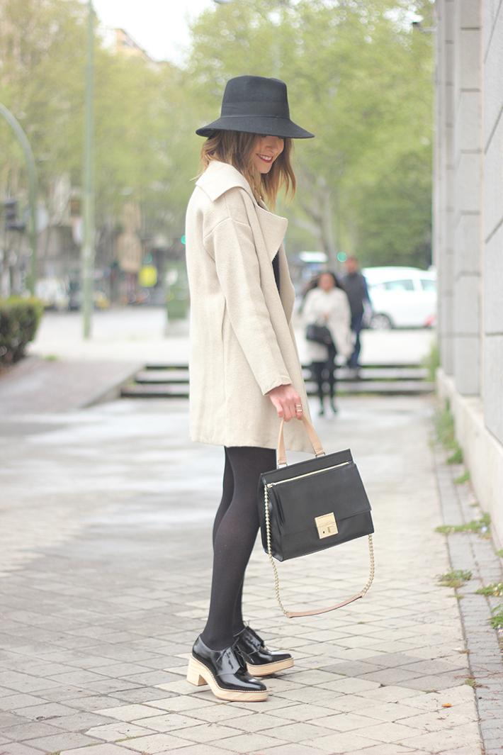 Beige Jacket Choies Black Skirt Suiteblanco Black Hat Uterqüe20