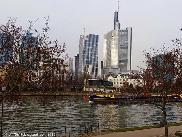 Frankfurt Skyline & Main