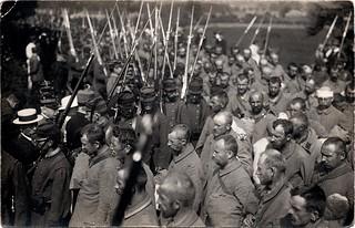 [La guerre 1914 à Toulouse. Arrivée des prisonniers allemands à Toulouse]. Gare Saint-Agne (quartier Saint-Agne), avenue de l'URSS et impasse Jean-Pierre Moulive. 30 août 1914.