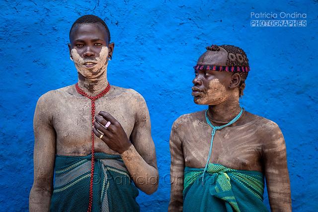 Bodi men going to the market, (Ethiopia) - Bodi se rendant au marché, (Ethiopie)