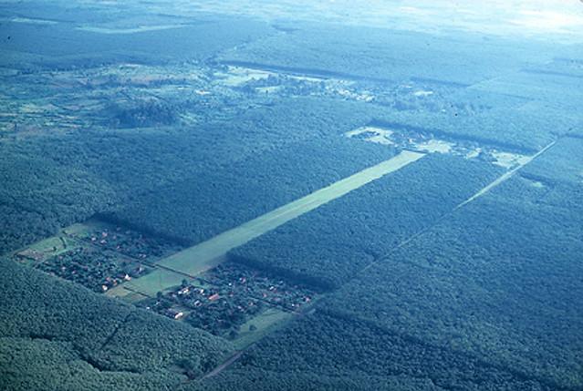Vietnam 1966 - Rubber plantation - Long Khanh Province -   SÂN BAY AN LỘC của đồn điền cao su An Lộc, gần thị xã Xuân Lộc