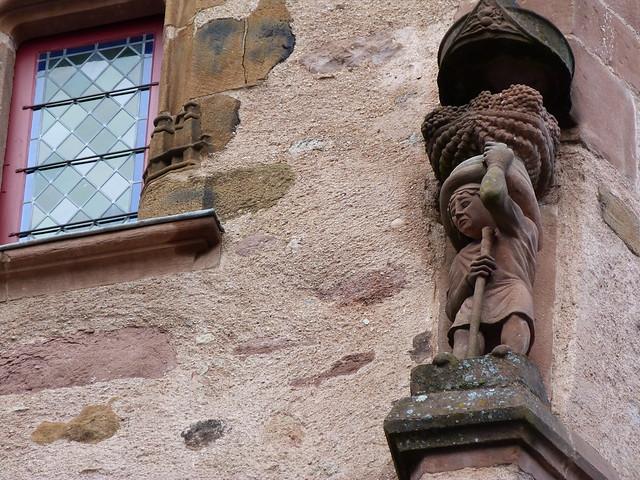Imagen de una fachaga palaciega en Rodez (Francia)