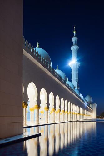 light sky reflection night canon eos licht desert nacht himmel grand mosque abudhabi mirage 24mm blau spiegelung tse wüste vae klar weis moschee sheikzayed vereinigtearabischeemirate sheikhzayedgrandmosque 5dmkii canontse24mmf35lii