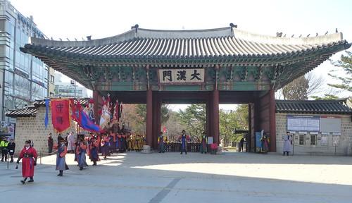 Co-Seoul-Palais-Deoksugung-Gardes-Changement (5)