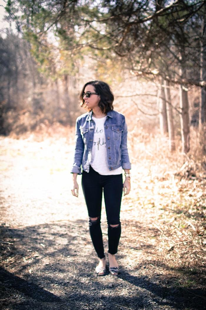 a viza style. andrea viza. fashion blogger. dc blogger. denim jacket. destroyed madewell jeans. saint & libertine sandals. casual style 2