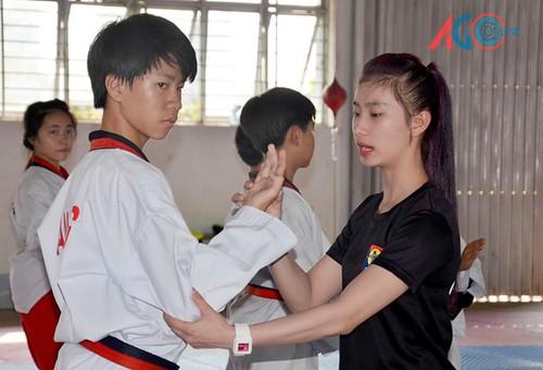 """Gặp gỡ """"Hot girl"""" Teakwondo Ngô Thị Thùy Dung"""