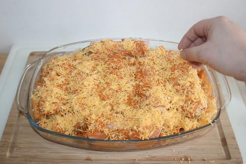 37 - Mit Käse bestreuen / Dredge with cheese
