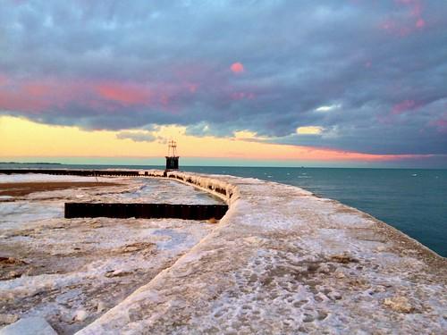 winter sunset lake chicago ice lakemichigan lakeshore photostream lakefront pw iphone chiberia