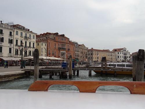 Venedig ist ein Märchen wie aus Meeresschaum dafür  holt sich für die bezweckte Fahrt in die Ferien der Mensch viele Prospekte 00303