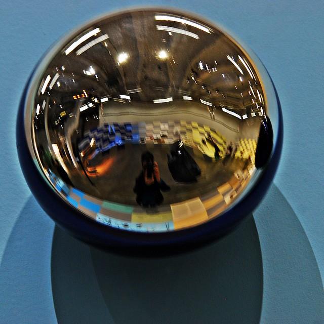 1 paris palais de tokyo exposition l 39 usage des formes for Autoportrait miroir