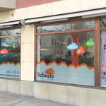 Scheele Service har flyttat till nya lokaler och fick hjälp med att piffa upp sitt skyltfönster