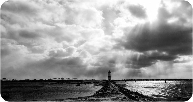 Ciel d hiver en noir et blanc 17088622605_136d20586d_c